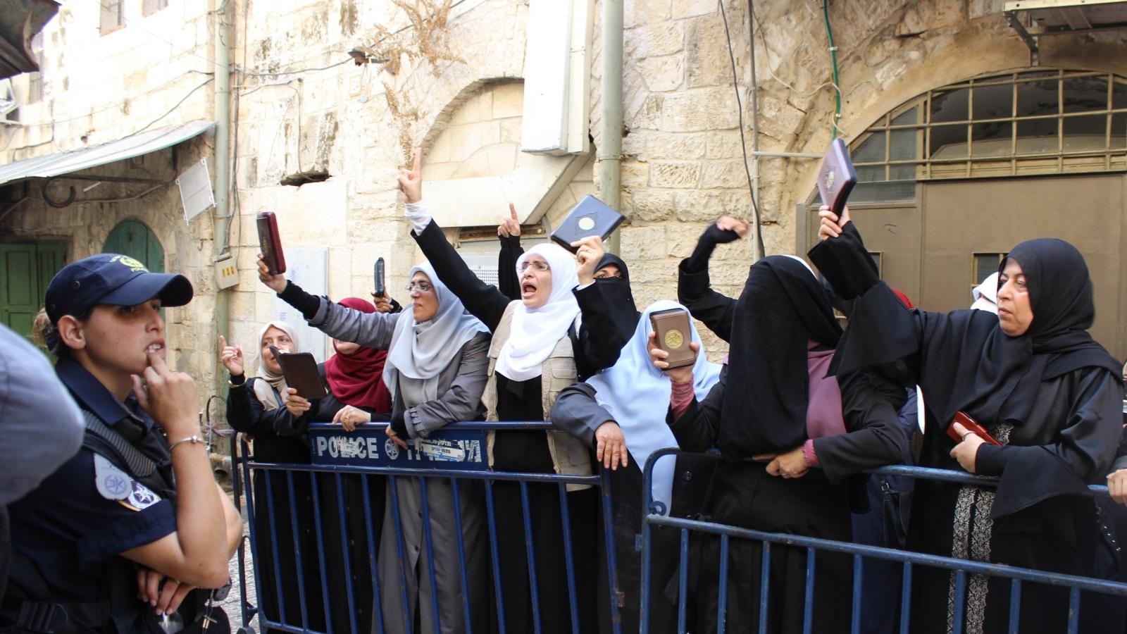 في القدس نساء يعلِّمنَ الأمة رجولةَ الميادين     الجزيرة نت