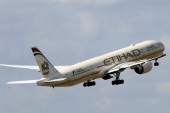 FILE PHOTO: An Etihad Airways Boeing 777-3FX company aircraft takes off at the Charles de Gaulle airport in Roissy, France, August 9, 2016. REUTERS/Jacky Naegelen/File Photo