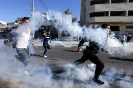 epa06378341 Palestinians run for cover from tear gas grenades fired by Israeli troops during clashes in the West Bank city of Bethlehem, 09 December 2017.