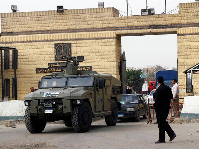 مصر: محكمة أمن الدولة تحيل 200 قضية للمحاكمة وتسمح لأهالي المعتقلين بعناقهم