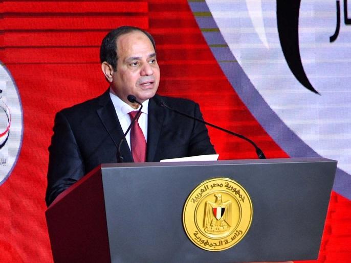"""القذافي بنكهة مصرية.. كيف يتقدم السيسي """"معاتيه القادة""""؟"""