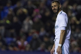 VALENCIA, SPAIN – FEBRUARY 03:  Karim Benzema of Real Madrid reacts during the La Liga match between Levante and Real Madrid at Ciutat de Valencia on February 3, 2018 in Valencia, Spain.  (Photo by Manuel Queimadelos Alonso/Getty Images)
