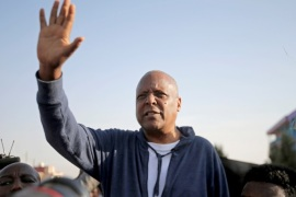 Merera Gudina, leader of the Oromo Federalist Congress party waves to his supporters after his release from prison in Addis Ababa, Ethiopia January 17, 2018. REUTERS/Tiksa Negeri
