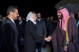 Saudi Arabia's Crown Prince Mohammed bin Salman is welcomed upon his arrival in Washington, U.S., March 19, 2018. Picture taken March 19, 2018. Bandar Algaloud/Courtesy of Saudi Royal Court/Handout via REUTERS ATTENTION EDITORS – THIS PICTURE WAS PROVIDED BY A THIRD PARTY.
