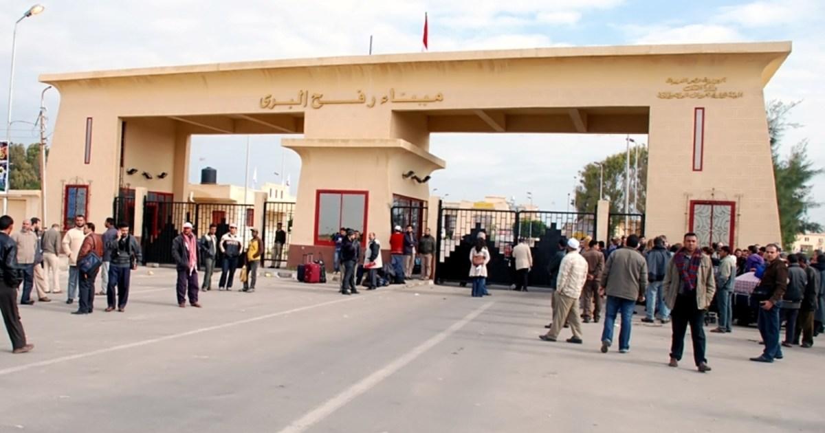 مصر تفتح معبر رفح الحدودي مع غزة وترسل سيارات إسعاف لنقل المصابين