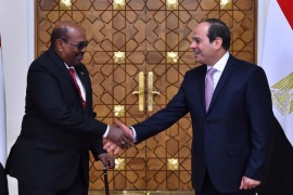Egyptian President Abdel Fattah al-Sisi shakes hands with Sudan's President Omar al-Bashir at the Ittihadiya presidential palace in Cairo, Egypt, March 19, 2018 in this handout picture courtesy of the Egyptian Presidency. The Egyptian Presidency/Handout via REUTERS ATTENTION EDITORS – THIS IMAGE WAS PROVIDED BY A THIRD PARTY