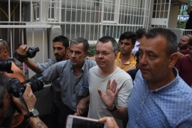 epa06910220 US pastor Andrew Brunson (C) is released from jail and will be put under house arrest during the duration of his trial, at Aliaga Prison in Izmir, Turkey, 25 July 2018. The US pastor has been in custody for two years under terror and espionage charges. EPA-EFE/MUSTAFA KOPRULU