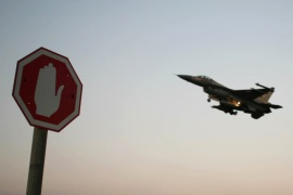 An Israeli Air Force F-16 fighter plane flying above a traffic sign after taking off for a mission in Lebanon from an Israeli Air Force Base in northern Israel in this July 20, 2006 file photo. Israeli warplanes bombed unidentified Syrian targets early on September 6, 2007, causing no damage or casualties, the official Syrian news agency said. Syrian air defences fired at the incoming planes, which crossed into Syria after midnight local time, the agency said. REUTERS/Ammar Awad/Files (ISRAEL)