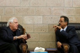 UN envoy to Yemen Martin Griffiths (L) talks with the undersecretary of Houthi-led government's foreign ministry, Faisal Abu-Rass upon his departure of Sanaa, Yemen June 19, 2018. REUTERS/Khaled Abdullah
