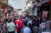 ISTANBUL, TURKEY – AUGUST 16: A man sells Turkish flags amongst crowds of shoppers on a market street on August 16, 2018 in Istanbul, Turkey. In an attempt to reassure investors Turkey's Finance minister Berat Albayrak held a conference call with thousands of international investors and pledged to fix the countries currency crisis. The Lira recovered to trade just under 6.0 to the dollar after record low's earlier in the week.  (Photo by Chris McGrath/Getty Images)