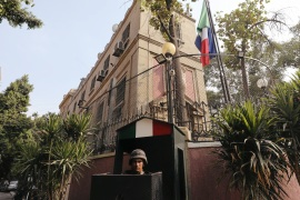 Italian embassy building with security members standing guard is seen in Cairo, Egypt August 29, 2018. REUTERS/Mohamed Abd El Ghany