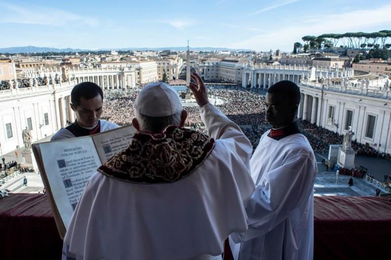 Papst Francesco hält seine jährliche Predigt auf dem Höhepunkt der Feier der katholischen Kirche zur Geburt Christi