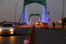 Cars drive past over a suspension bridge in the Green Zone in Baghdad, Iraq December 10, 2018.  REUTERS/Thaier al-Sudani
