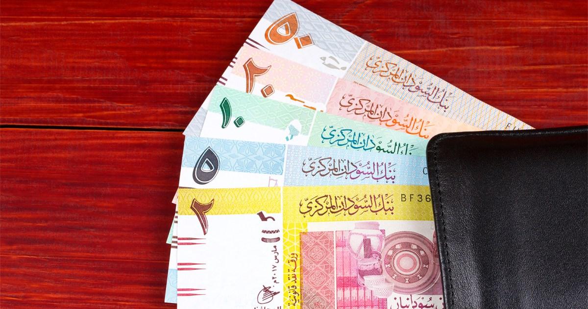 مخاوف من تفاقم الأزمة الاقتصادية في السودان.. ما أسباب الانهيار غير مسبوق للعملة المحلية؟