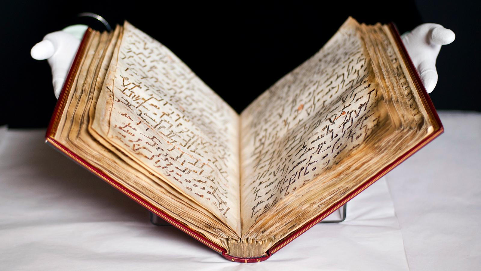 يهودي يكتب القرآن ومسيحي ينسخ تفسير الطبري ومؤلفات بخطوط نسائية.. الوراقون وصناعة الكتاب في الحضارة الإسلامية 171cc240-d3e7-4215-8630-48453e2f9512
