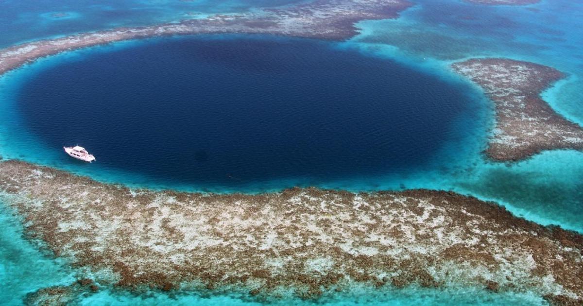 رسم أول خريطة ثلاثية الأبعاد لقاع الثقب الأزرق العظيم | بليز أخبار |  الجزيرة نت