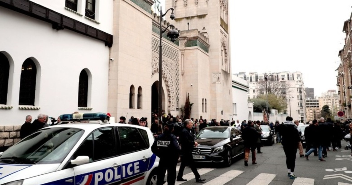 شملت شعارات مناهضة للإسلام.. الحكومة الفرنسية تفتح تحقيقا في كتابات على جدران مسجد
