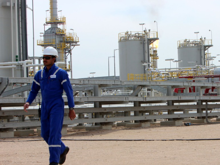 epa05192671 A foreign oil worker walks between installations of the Zubair oil field, some 20 kilometers south west of Basra, southern Iraq, 03 March 2016. The redevelopment of the onshore oil field, that is said to contain some 4.5 billion barrels of oil reserves, was granted to a consortium of international oil companies in 2009. The oil field in a distance of about 500 kilometers of the Iraqi capital originally was discovered by the Basrah Petroleum Company in 1949. EPA/HAIDER AL-ASSADEE
