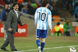 JOHANNESBURG, SOUTH AFRICA – JUNE 27:  Diego Maradona head coach of Argentina gestures to Lionel Messi of Argentina during to the 2010 FIFA World Cup South Africa Round of Sixteen match between Argentina and Mexico at Soccer City Stadium on June 27, 2010 in Johannesburg, South Africa.  (Photo by Richard Heathcote/Getty Images)