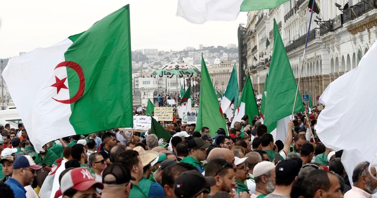 """""""تبديد الثورة"""".. هل يستطيع """"النظام الجزائري"""" تأميم الحراك؟"""