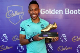 BURNLEY, ENGLAND – MAY 12: Pierre-Emerick Aubameyang of Arsenal poses with the golden boot trophy after the Premier League match between Burnley FC and Arsenal FC at Turf Moor on May 12, 2019 in Burnley, United Kingdom. (Photo by Alex Livesey/Getty Images)