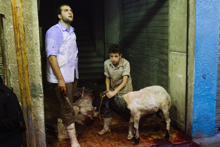 الجزار المتجول مهنة ينعشها عيد الأضحى في مصر