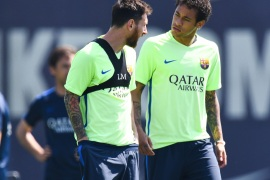BARCELONA, SPAIN – MAY 26:  Lionel Messi (L) and Neymar Jr. of FC Barcelona chat during a training session at FC Barcelona Sports Centre on May 26, 2017 in Barcelona, Spain.  (Photo by David Ramos/Getty Images)