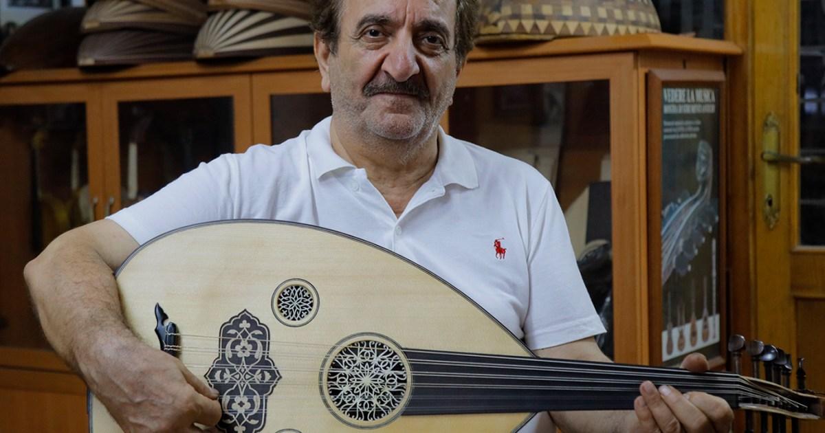 علينا الآلة وعليكم العزف أياد تركية تصنع العود وأنامل عربية تعزف عليه