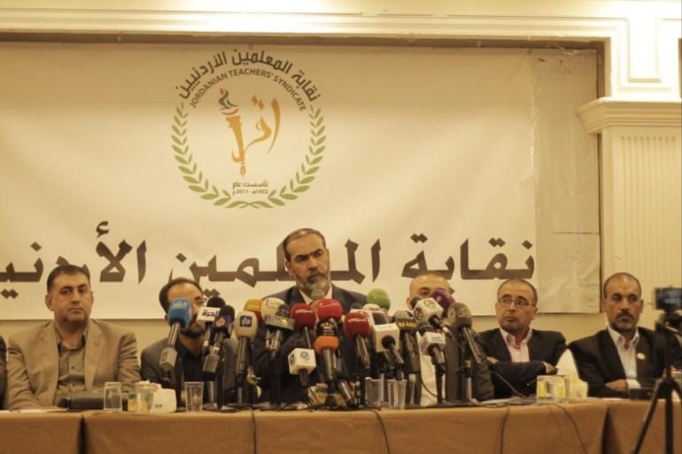 إضراب مفتوح يبدأ الأحد أزمة المعلمين تتصاعد في الأردن