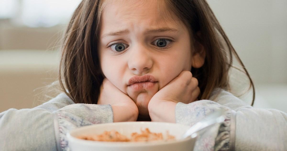 لهذه الأسباب لا تجبروا أطفالكم على تناول الطعام