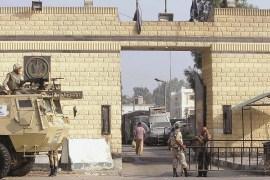 حراسة مشددة خارج مجمع سجون طرة أكبر السجون المصرية (الجزيرة)