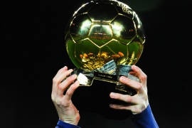 BARCELONA, SPAIN – JANUARY 17:  Lionel Messi of FC Barcelona holds up the FIFA Ballon d'Or trophy prior to the La Liga match between FC Barcelona and Athletic Club de Bilbao  at Camp Nou on January 17, 2016 in Barcelona, Spain.  (Photo by David Ramos/Getty Images)