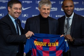 Barcelona's new coach Quique Setien – – BARCELONA, SPAIN – JANUARY 14:  Barcelona's new coach Quique Setien (C) hold a jersey, with Setien's name on it, along with Barcelona's president Josep Maria Bartomeu (L) during his official presentation at the Camp Nou stadium in Barcelona on June 1, 2017, after signing his new contract with the Catalan club.