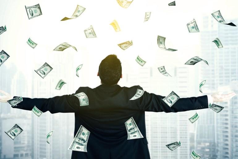 كلما زاد تنوع مصادر الدخل الذي يمكنك تحقيقه في الحياة كان وضعك المالي أكثر أمانا (غيتي)