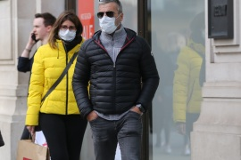 Coronavirus cases reach 1140 in UK- – LONDON, UNITED KINGDOM – MARCH 14: People wear medical masks as a precaution against coronavirus (COVID-19) in central London, United Kingdom on March 14, 2020. Today the total number of coronavirus cases reached 1140 and total number of deaths has risen to 21 almost doubling in last 24 hours.