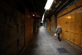 A man walks in an alley inside Jerusalem's Old CIty as shops are closed amid coronavirus restrictions in the walled Old City March 27, 2020 REUTERS/ Ammar Awad