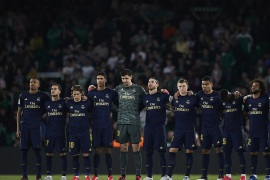 SEVILLE, SPAIN – MARCH 08: Players of Real Madrid during a silence minute prior to the Liga match between Real Betis Balompie and Real Madrid CF at Estadio Benito Villamarin on March 08, 2020 in Seville, Spain. (Photo by Fran Santiago/Getty Images)