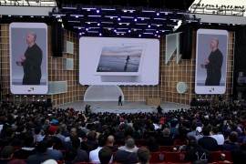 MOUNTAIN VIEW, CALIFORNIA – MAY 07: Google SVP of Devices and Services Rick Osterloh announces the new Nest Hub Max during the keynote address at the 2019 Google I/O conference at Shoreline Amphitheatre on May 07, 2019 in Mountain View, California. The annual Google I/O Conference runs through May 8.   Justin Sullivan/Getty Images/AFP== FOR NEWSPAPERS, INTERNET, TELCOS & TELEVISION USE ONLY ==