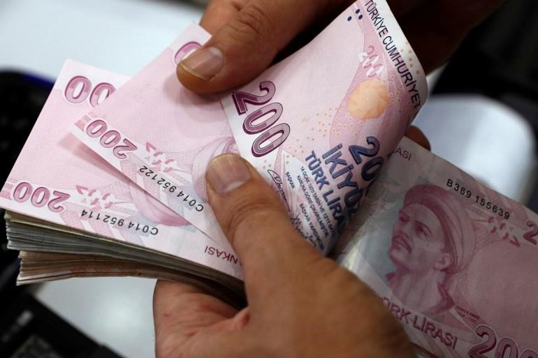 مكاسب الليرة التركية منذ بداية العام بلغت 5% مما يجعلها من أفضل عملات الأسواق الناشئة أداء (رويترز)