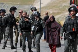 قوات الاحتلال تعتقل أم الشهيد الذي اتهم بطعن أحد الجنود (رويترز)