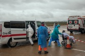 HUESCA, SPAIN – APRIL 01: An operation of the Spanish Red Cross transfers covid-19 patients to the La Albubilla nursing home where patients who have tested positive at Covid-19 remain on April 1, 2020 in Huesca, Spain. Spain ordered all non-essential workers to stay home for two weeks to help slow the Coronavirus (COVID-19) pandemic, which has killed more than 9,000 people in the country. (Photo by Alvaro Calvo/Getty Images)