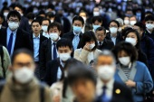 Coronavirus outbreak in Japan – – TOKYO, JAPAN – APRIL 2 : People wearing face masks are seen during the rush hours amid restrictions against the spread of coronavirus (COVID-19) pandemic in Tokyo, Japan on April 02, 2020. The economic activities in the capital of Japan still continue amid the new type coronavirus (COVID-19) outbreak while the number of rises with more infected people announced as 1996 with the death toll of 62.