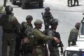جيش الاحتلال نفذ اعتقالات واشتبك مع فلسطينيين مستخدما الغاز المدمع (رويترز)