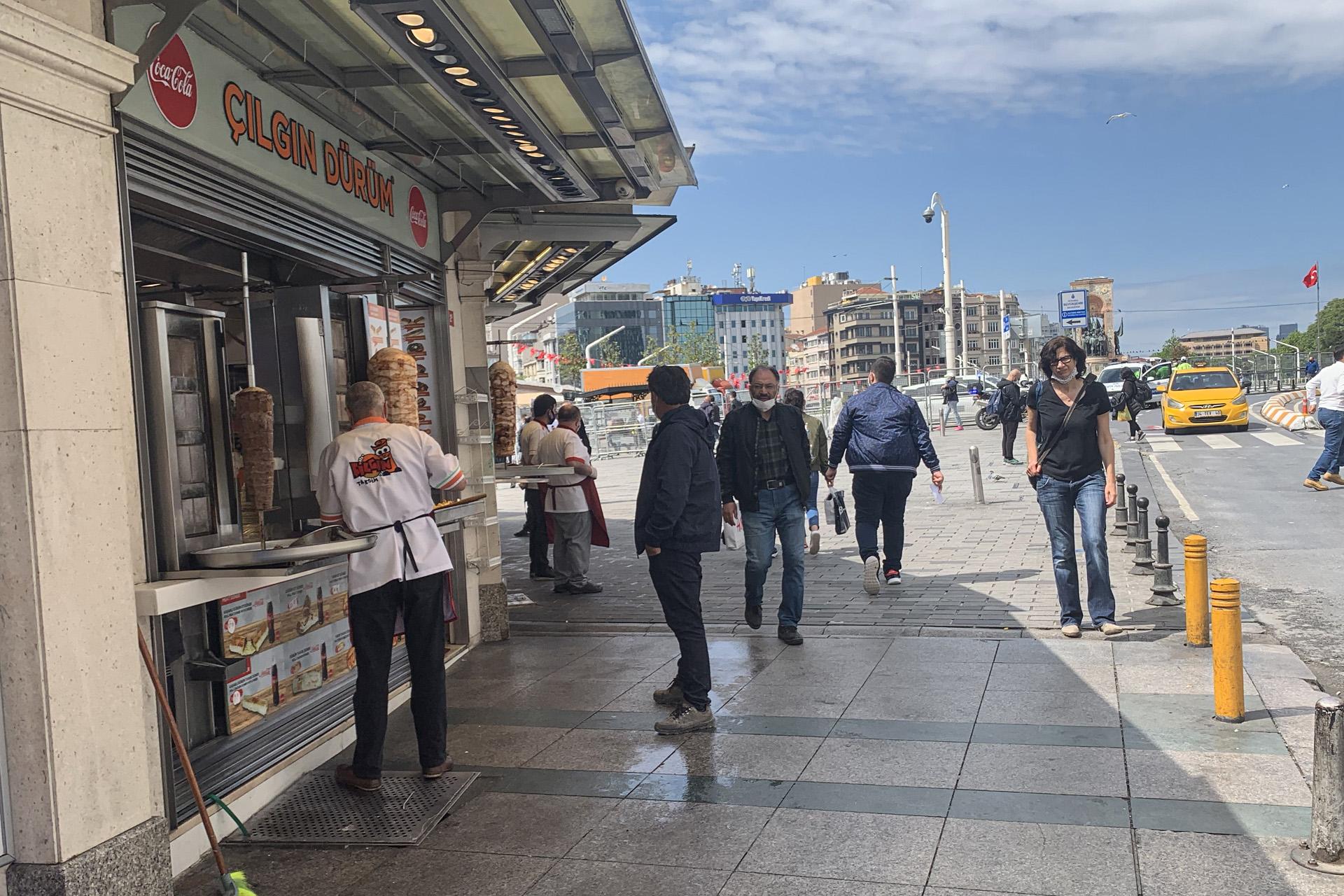 الحركة عادت تدريجيا في إسطنبول (الجزيرة)