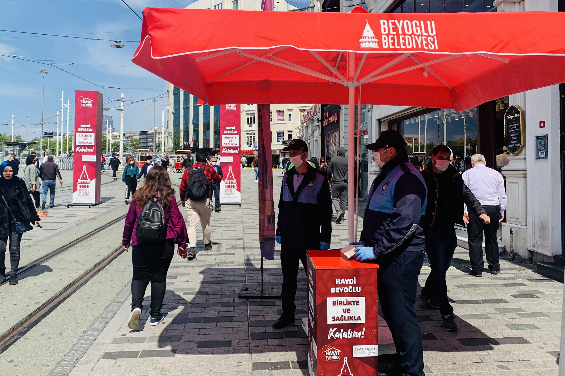 رجال أمن في أحد شوارع إسطنبول (الجزيرة)