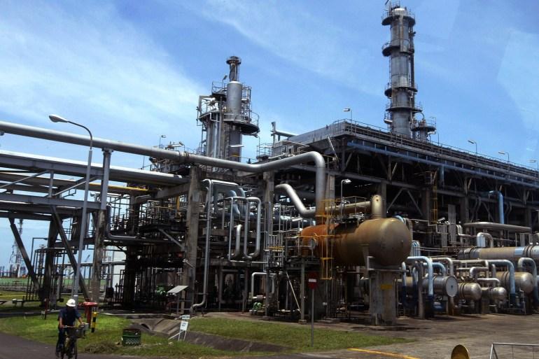 تحالف أوبك بلس أكد هذا الأسبوع دعمه لتخفيضات كبيرة للإمدادات ساهمت في خفض مخزونات النفط العالمية المتضخمة (رويترز)