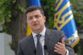 epa08433274 Ukrainian President Volodymyr Zelensky speaks during a press conference in Kiev, Ukraine, 20 May 2020, amid the ongoing coronavirus COVID-19 pandemic. Zelensky answered questions of journalists about the results of the first year as he became President in 2019.  EPA-EFE/SERGEY DOLZHENKO