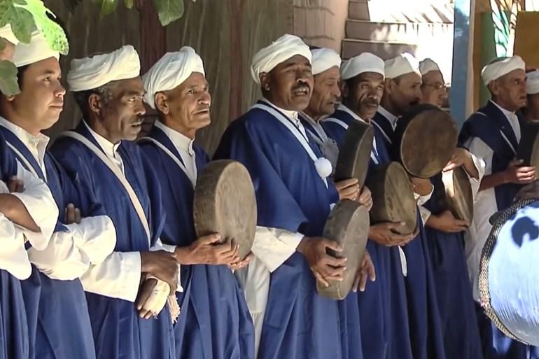 تحمل الرقصات التراثية بالمغرب رسائل عن النصر واستعراض القوة (الجزيرة)