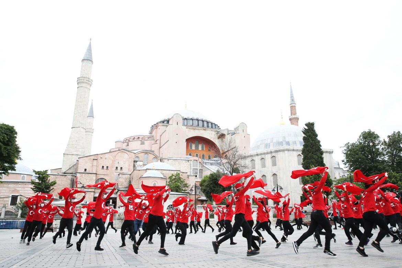 العرض تم برعاية دائرة الاتصال بالرئاسة التركية (الأناضول)