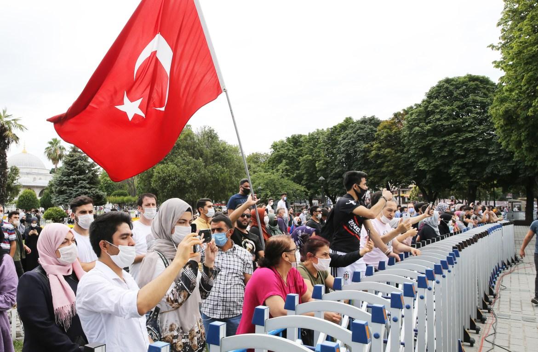 إقبال شعبي تركي على حضور الاحتفالات (الأناضول)